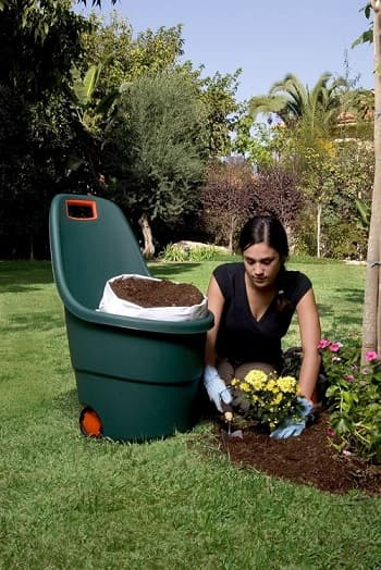 contenedor basura jardín