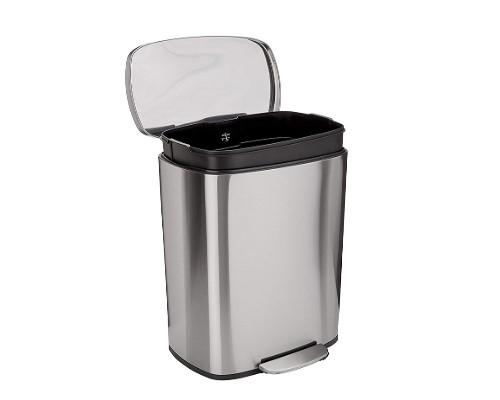 cubos de basura y contenerdores con tapa y pedal
