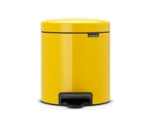 cubo de basura amarillo