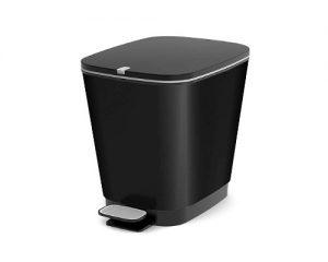 cubo de basura color negro