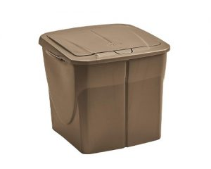 cubos de basura de color marron